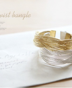 Knitted-twisted-bracelet-1